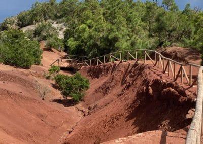 Abstieg Mirador Abrante Weg mit roter Erde