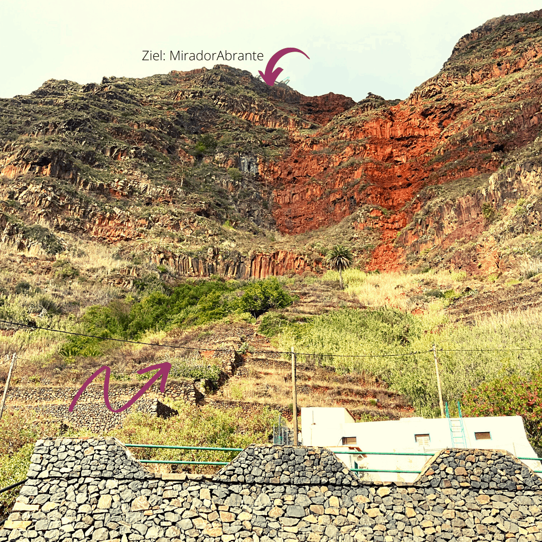 Hauptstraße Agulo mit Blick in die Rote Wand